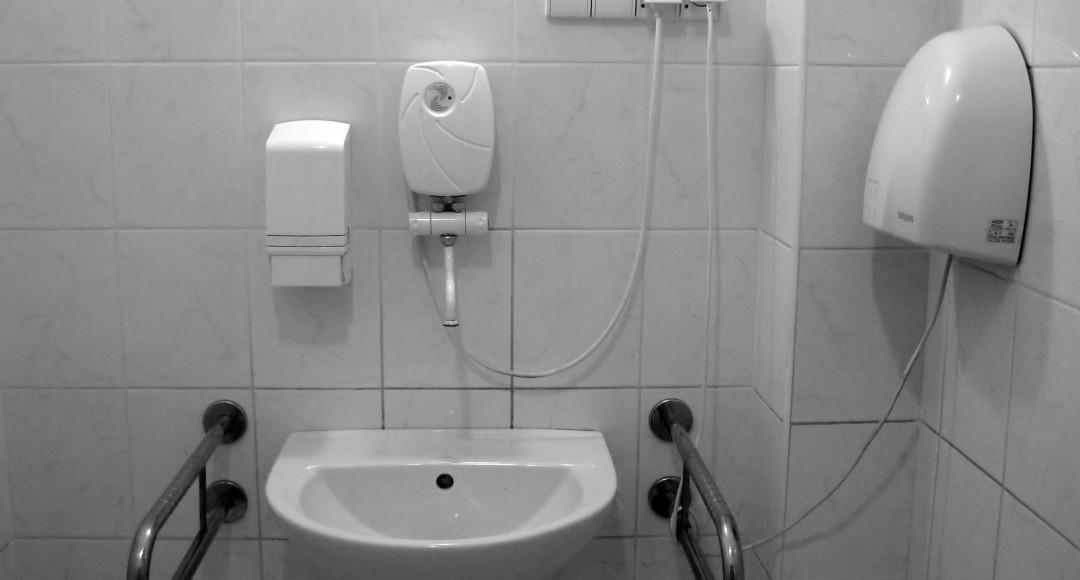 Come pulire il bagno dell ufficio - Bagni per uffici ...