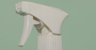 Come eliminare colla da oggetti di plastica