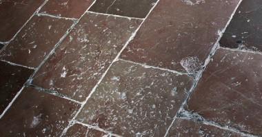 Come eliminare resina dal pavimento senza rovinarlo