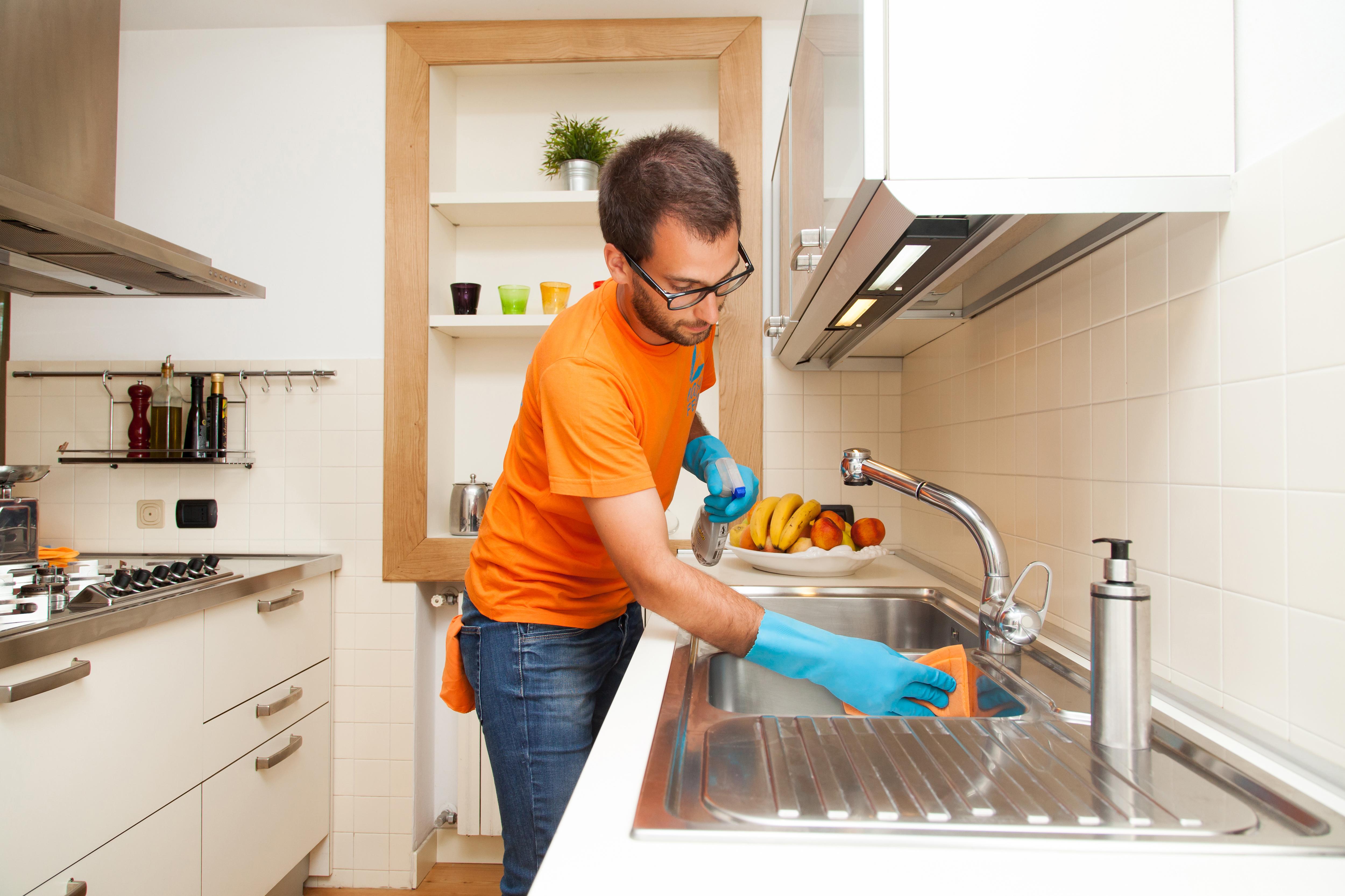 Come pulire in modo approfondito la cucina easyblog il blog del pulito - Pulire la cucina ...